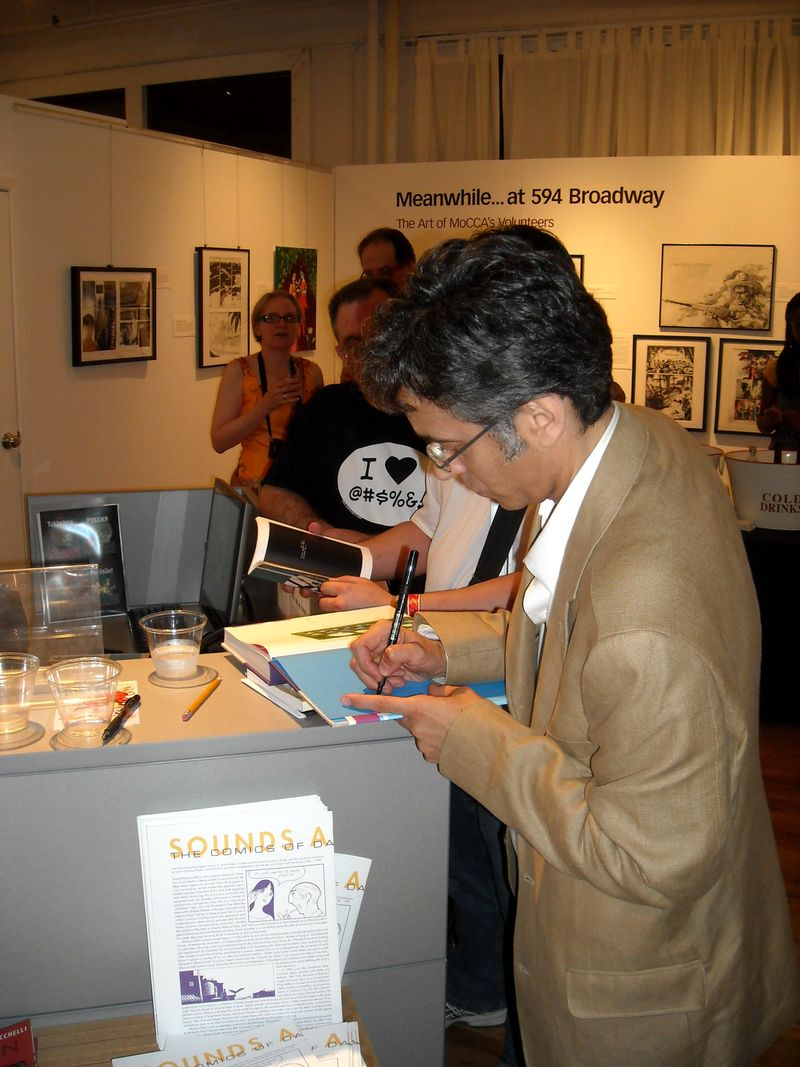 "David Mazzucchelli signs ""Asterios Polyp"""